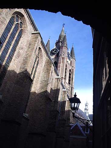 Agathaklooster (nu Prinsenhof) en op de achtergrond de toren van de Oude Kerk in Delft